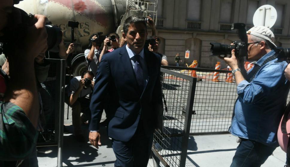 Raúl Sendic ingresa al juzgado. Foto: Ariel Colmegna.