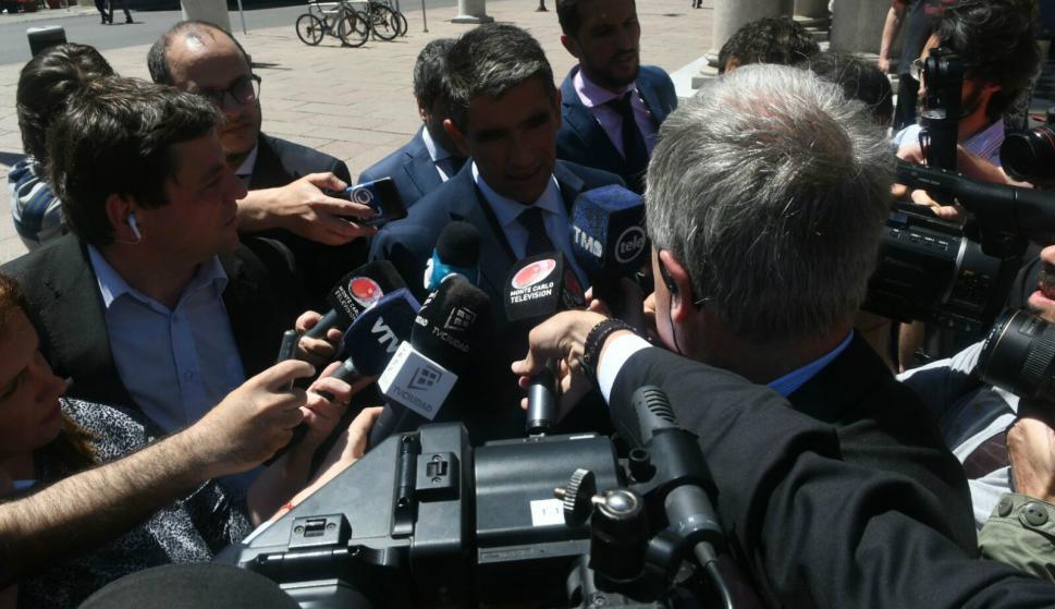 """""""Estoy tranquilo"""", dijo Sendic al ingresar al juzgado. Foto: Ariel Colmegna."""