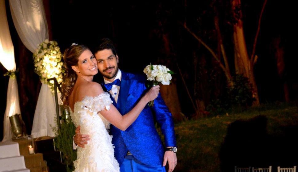 """Natalie Yoffe y Andrés Ojeda posaron para la cámara tras dar el """"sí""""."""