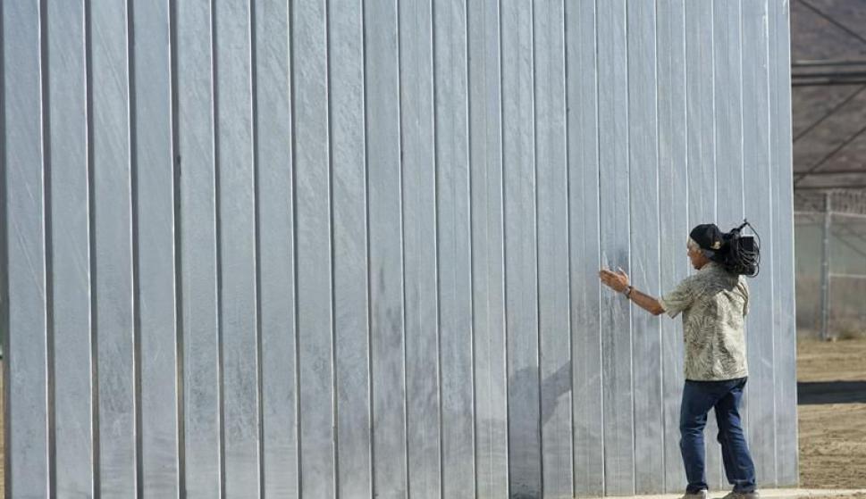 Se presentaron los prototipos del muro. Foto: EFE