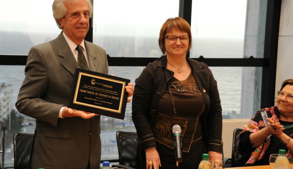 Tabaré Vázquez recibió premio del a Universidad de Purdue. Foto: Presidencia.