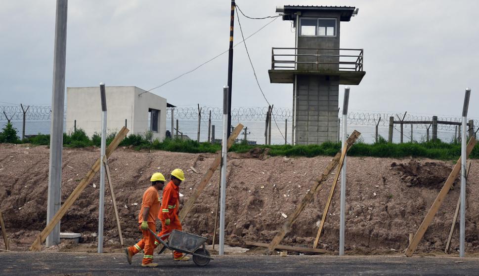 Recorrida por la cárcel de Punta de Rieles. Foto: Fenrnado Ponzetto.