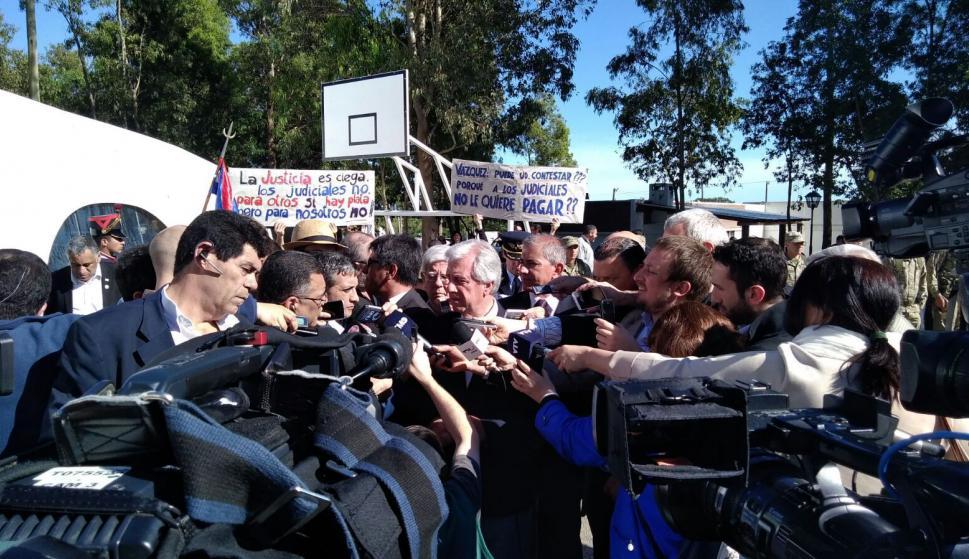 Tabaré Vázquez antes del Consejo de Ministros en Flores. Foto: Darwin Borrelli