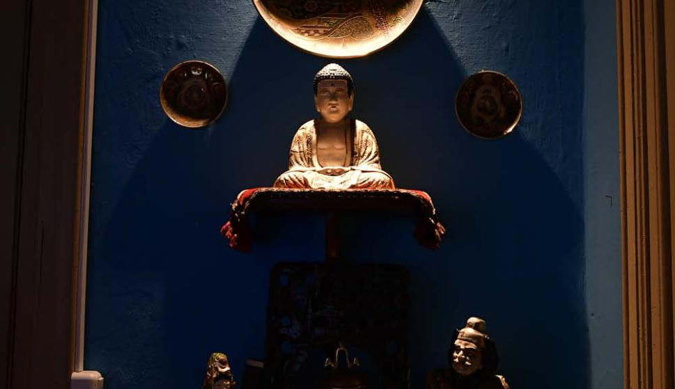 Un pequeño santuario dedicado a la cultura japonesa.