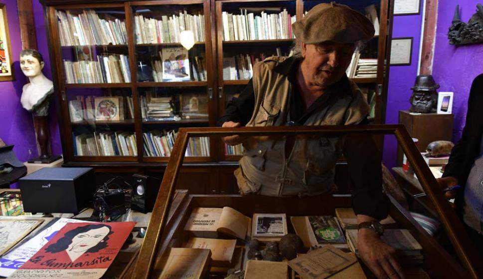 La biblioteca guarda primeras ediciones de Felisberto, Falco, Herrera y Reissig.