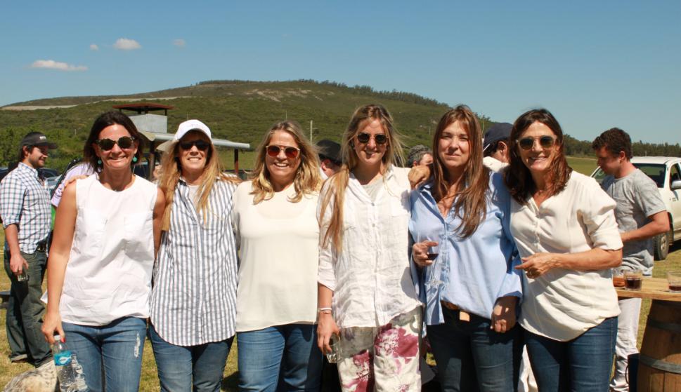 María Otegui, Renata Herrán, Mercedes Arocena, Victoria Lenoble, Ana Arocena, Rosario Arocena.