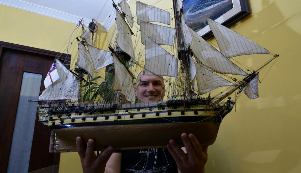 A Gustavo Zunín le llevó dos años hacer la maqueta del famoso Armagenón. Foto: F. Ponzetto