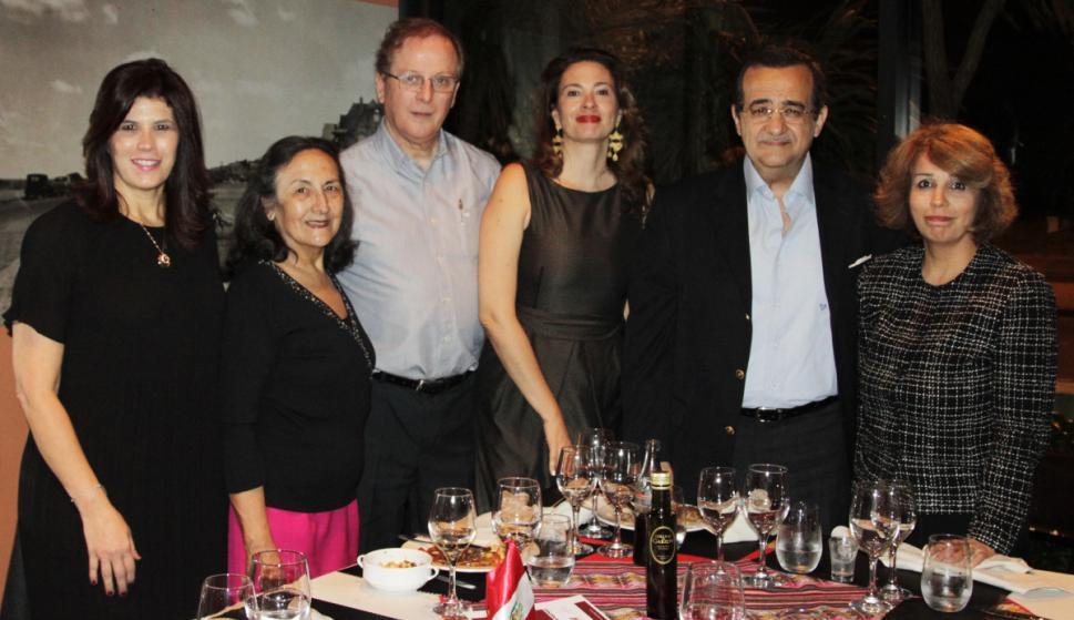 Embajadora de Colombia Natalia Abello, María del Luján Giménez, Embajador del Perú Augusto Arzubiaga, Maripau Carrillo, Embajador de Egipto Amr Mahmoud Abbas Abdelhadi, Maha Khalifa.