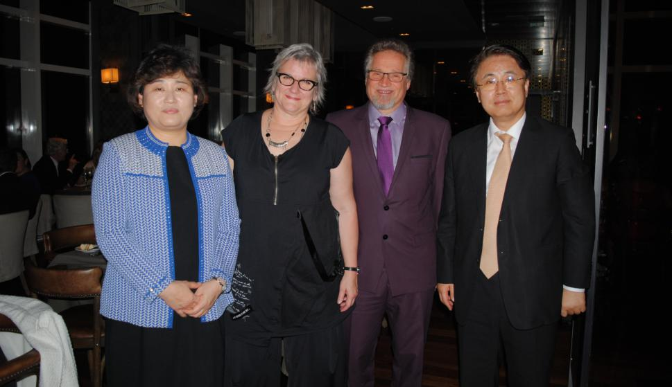 Young Hee Lee, Embajadora de Canadá Joanne Frappier, Albert Potvin, Embajador de Corea Yoo Han-jun.