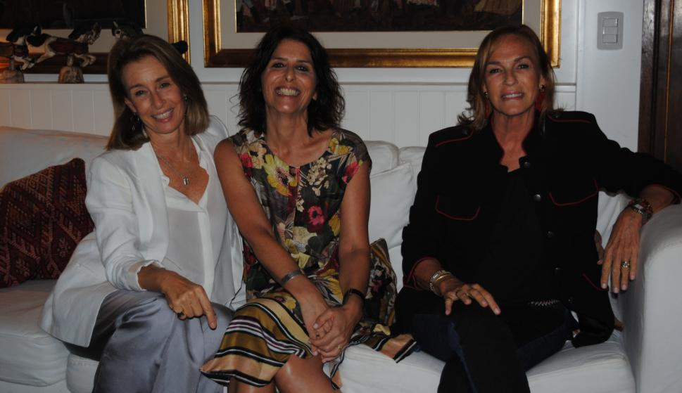 Gabriela Peirano, Magdalena Reyes, María Elena Lohigorry.