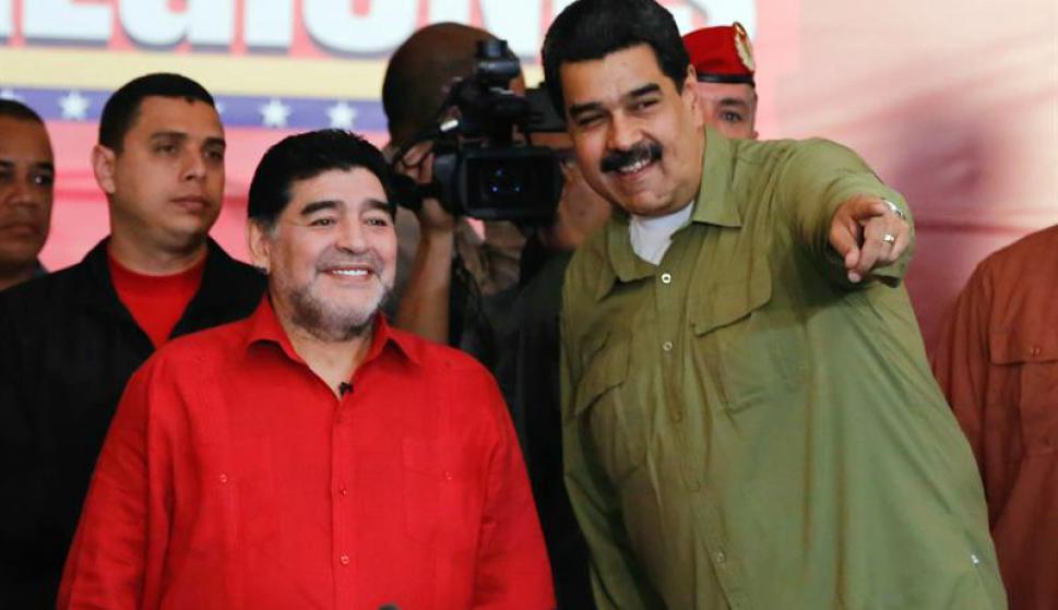Diego Maradona y Nicolás Maduro. Foto: EFE