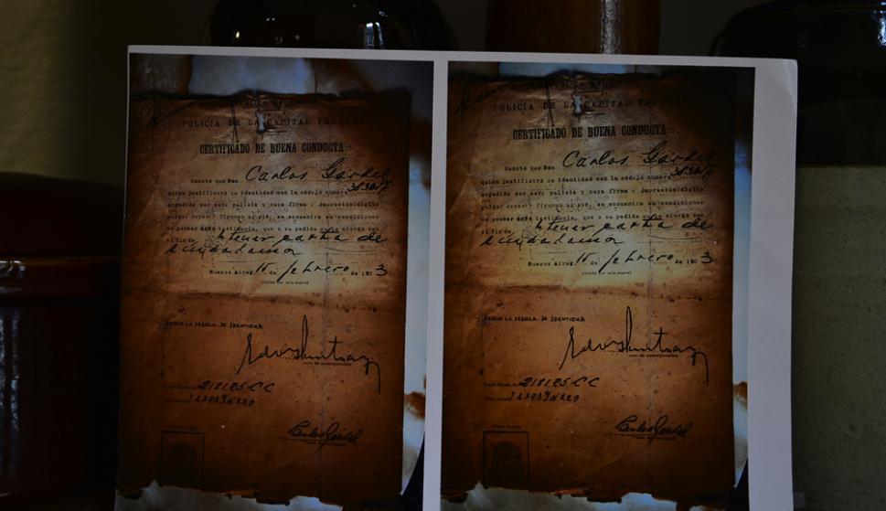 El certificado de buena conducta que solicitó Carlos Gardel. Foto: Gerardo Pérez