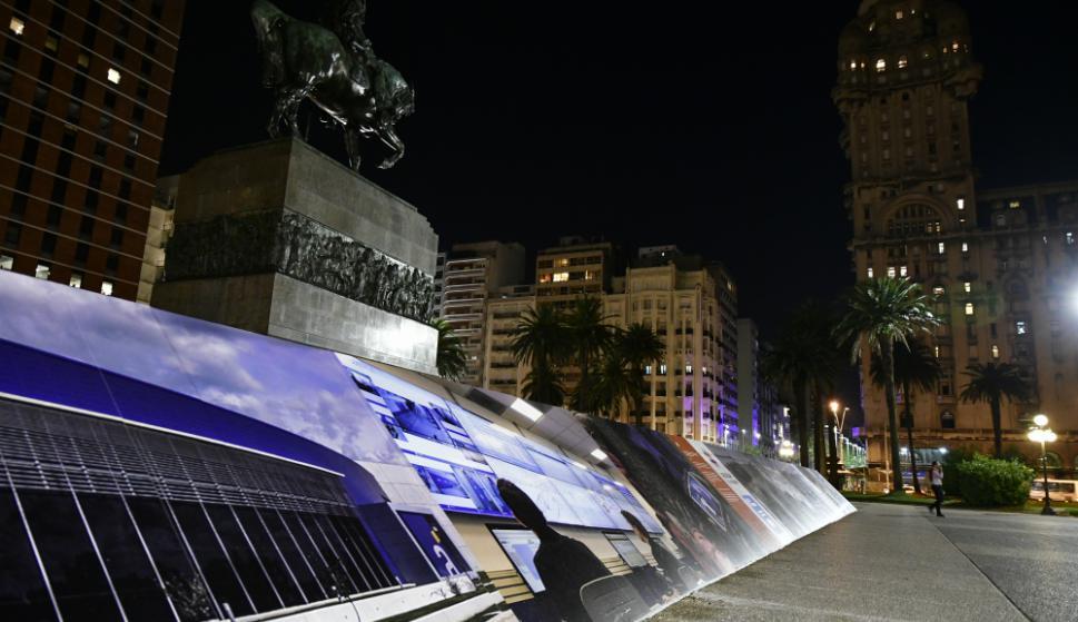 Muestra fotográfica en el Mausoleo de Artigas. Foto: Fernando Ponzetto