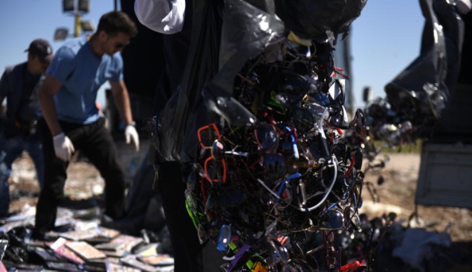 Miles de lentes y cd´s incautados fueron destruidos. Foto: IMM