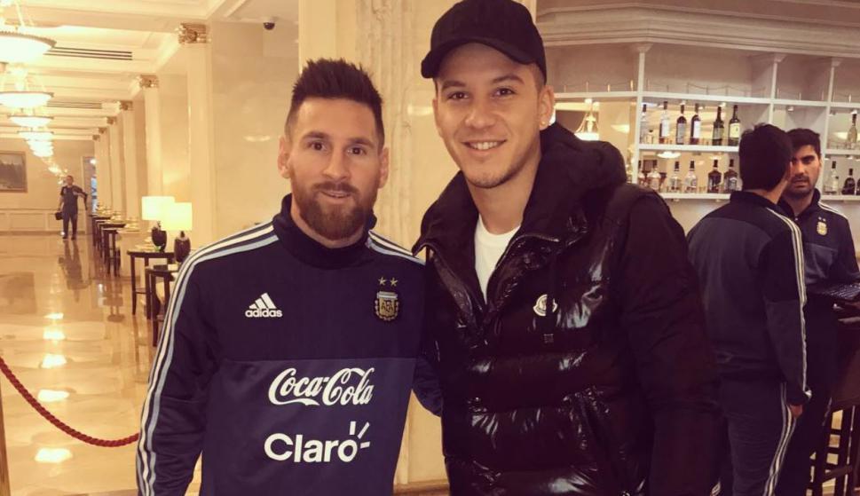 La foto que le pidió Sebastián Driussi a Lionel Messi y no lo reconoció. Foto: @sebadriussi.11