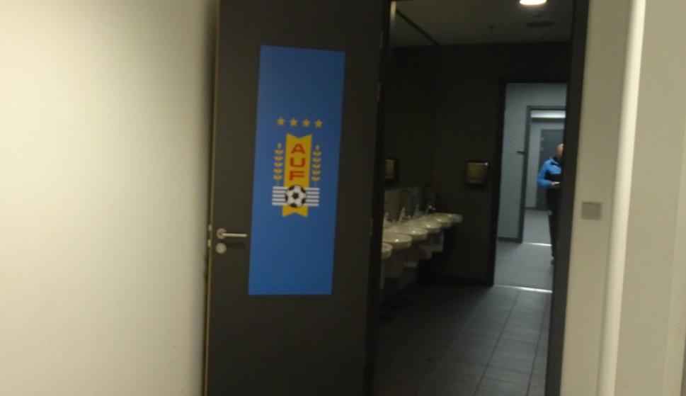El vestuario de Uruguay en el estadio de Varsovia. Foto: @Uruguay