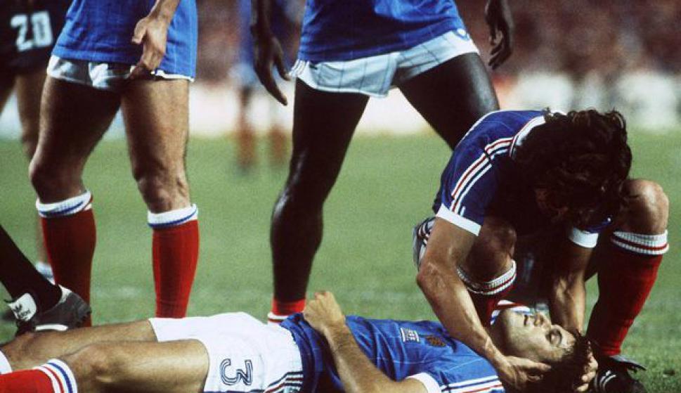 Schumacher impactó con toda su fuerza a Battiston, quien quedó desmayado.