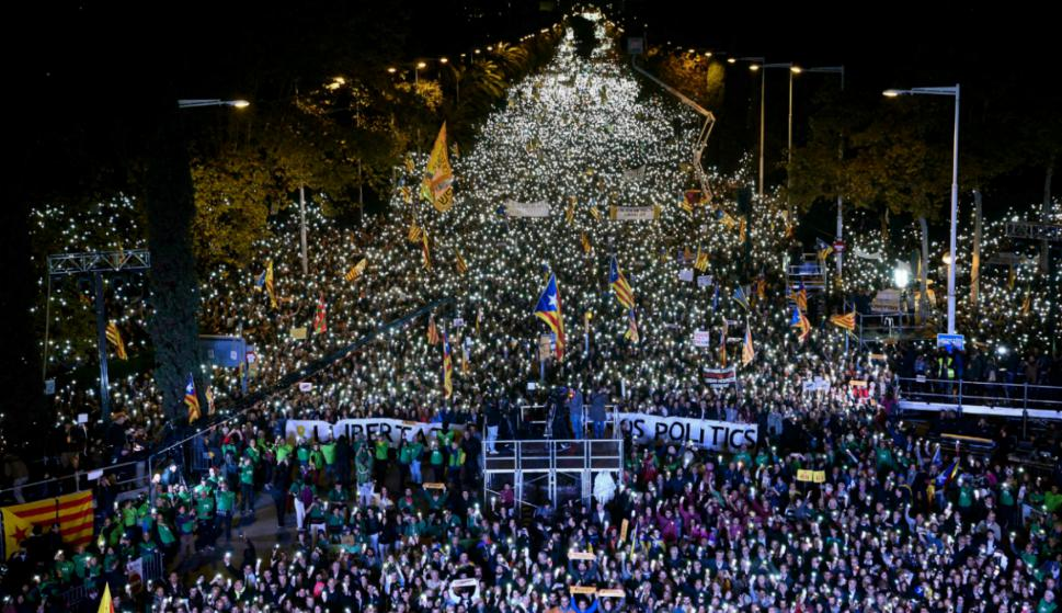 Unas 750.000 personas reclamaron la libertad de presos políticos en Barcelona. Foto: AFP.
