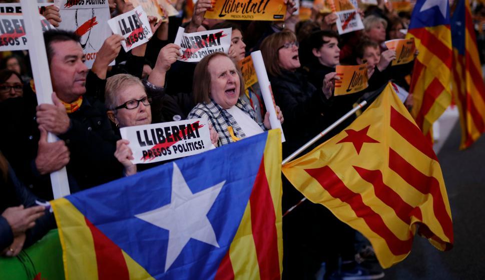 Esteladas en la manifestación independentista. Foto: AFP.