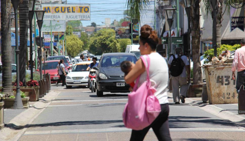 El dinamismo comercial de Gualeguaychú  se siente en 25 de Mayo, su principal avenida. Foto: D. Rojas