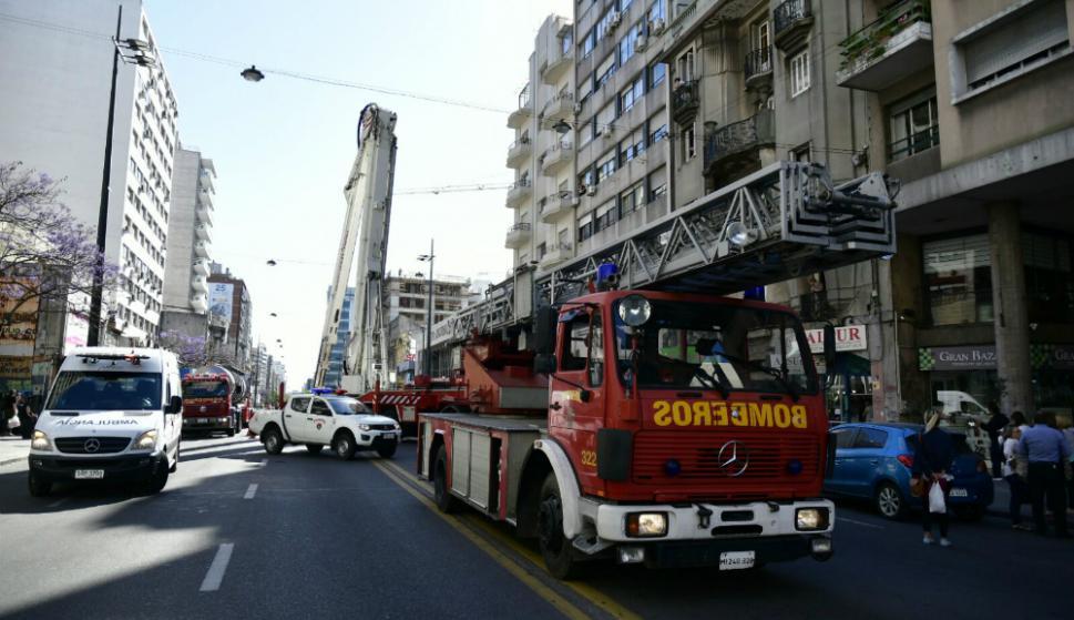 Incendio afecta a departamento en el centro de Santiago