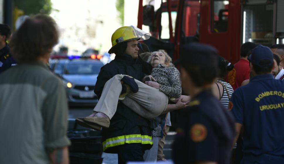 Varias dotaciones de bomberos trabajaron en el lugar. Foto: F. Ponzetto