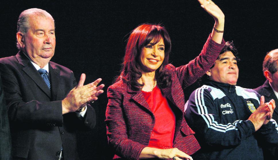 Julio Grondona, Cristina Fernández y Diego Maradona. Foto: Reuters