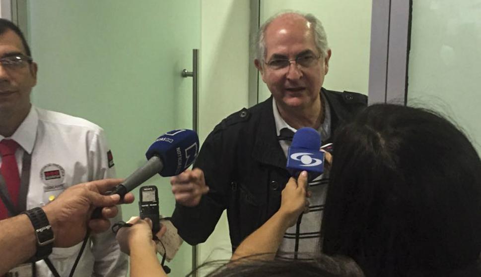 Antonio Ledezma arriba a Colombia. Foto: AFP.
