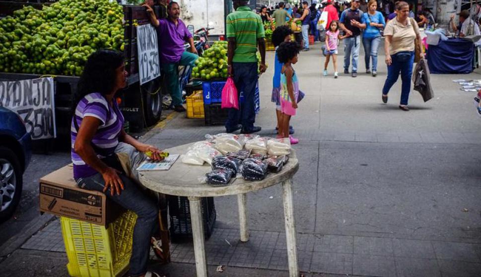 Comida fraccionada en Venezuela. Foto: EFE