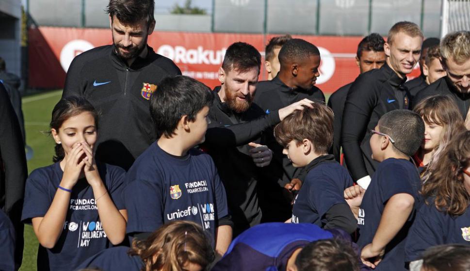 Los cracks de Barcelona sorprendieron a los niños. Foto: Barcelona.