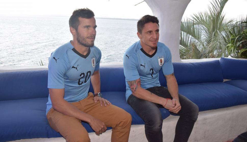 Álvaro González y Cristian Rodríguez en la presentación de la camiseta de Uruguay en Casapueblo. Foto: Ricardo Figueredo