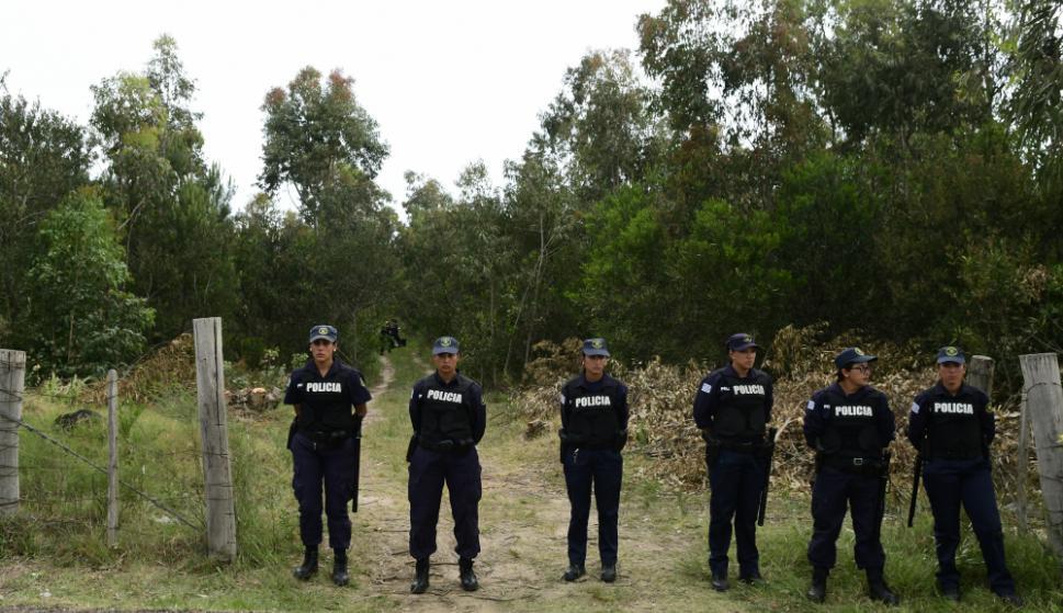 La Policía custodia el ingreso a la zona donde fue encontrada Brissa. Foto: Marcelo Bonjour