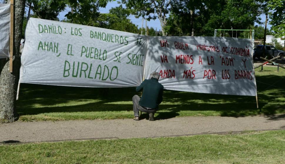 Protestas frente al Consejo de Ministros que se realiza en Pirarajá. Foto: Darwin Borrelli.