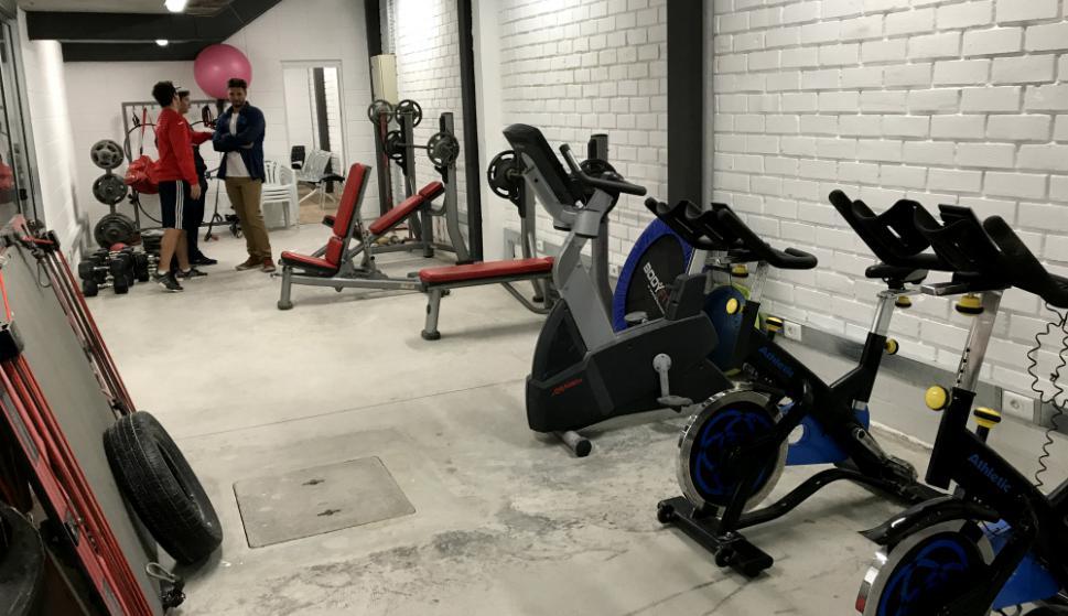 Los aparatos en el nuevo gimnasio dentro del estadio, debajo de la tribuna visitante. Foto: Emiliano Esteves