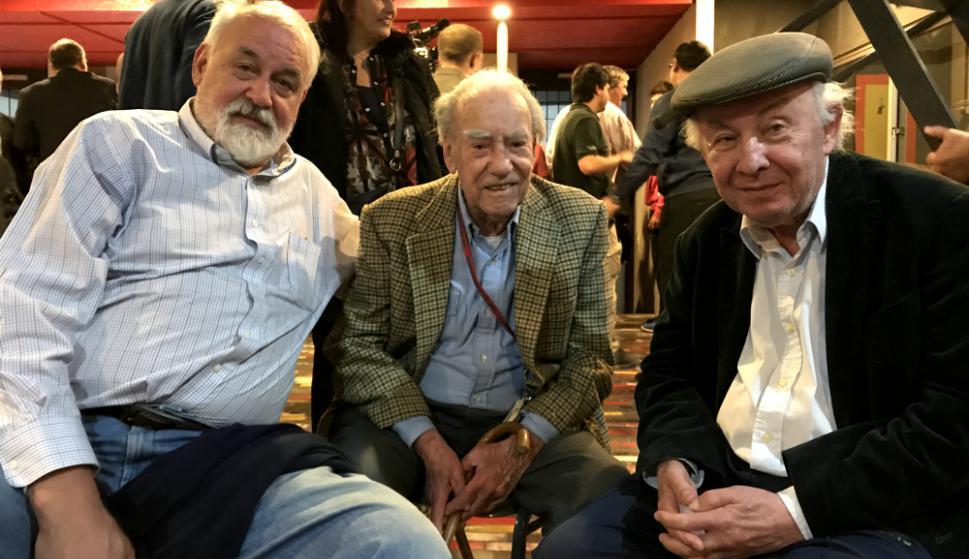 """Daniel """"Mahoma"""" Wenzel, Manuel Gil y Gonzalo Aguirre en el acto de Trouville. Foto: Emiliano Esteves"""