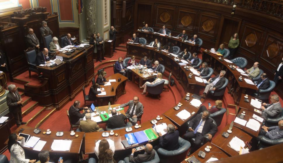 Cinco ministros comparecieron ante el Parlamento para explicar acuerdo por UPM. Foto: F. Flores