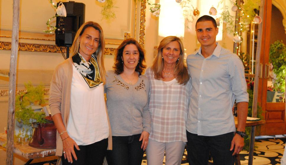 Ana Delisante, Gianella Ferrari, Gastón Saint Hubert, Mónica Devoto.
