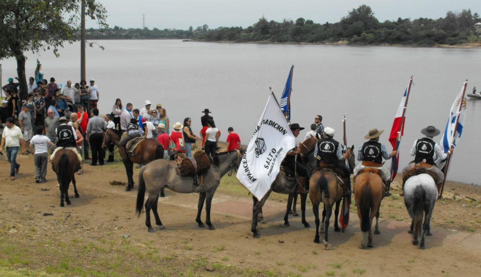 Actos de conmemoración de La Redota en Salto. Foto: Luis Pérez.