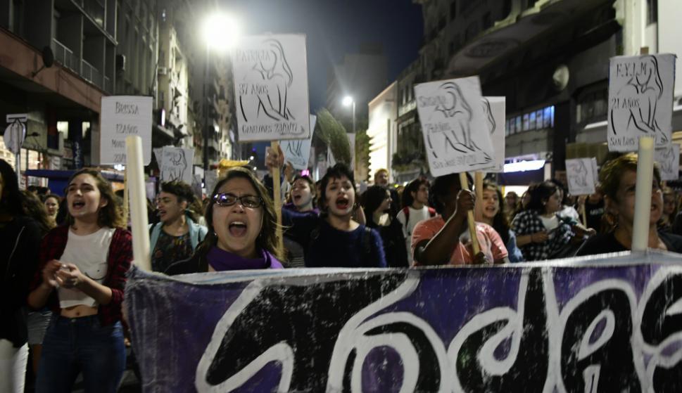 Manifestación: feministas marcharon ayer por 18 de Julio. Foto: Marcelo Bonjour