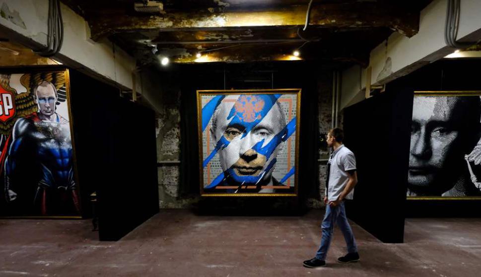 Super Putin: la exposición que muestra al mandatario como un super héroe