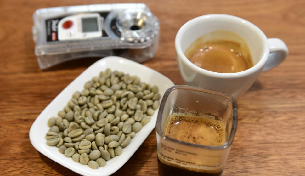 granos, cronómetro y café