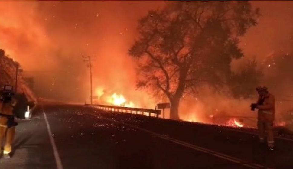 California trabaja combatir los poderosos incendios. Foto: Reuters
