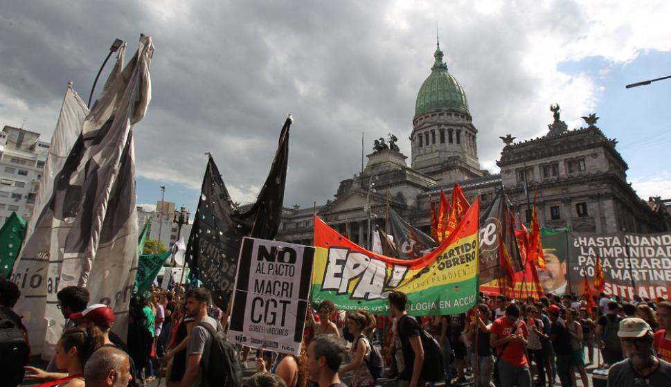 Coincidiendo con la Marcha de la Resistencia, ayer se aprovechó para apoyar a Cristina K. Foto: EFE