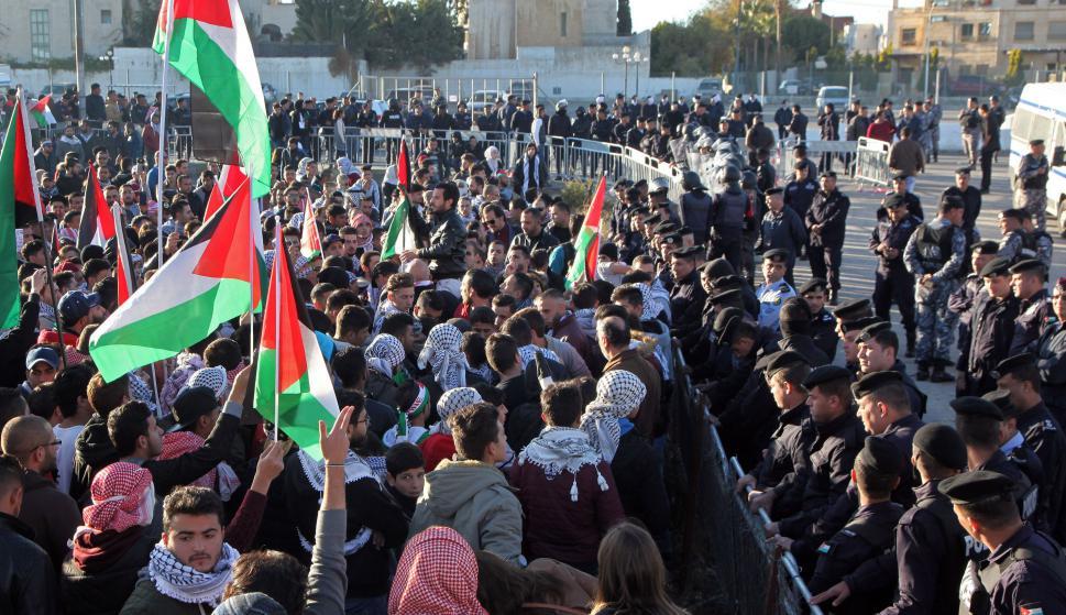 Manifestantes palestinos chocaron con las fuerzas israelíes en una jornada marcada por la violencia. Foto: AFP