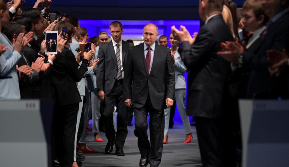 El presidente Putin llega al acto de apertura de una planta de gas natural. Foto: Reuters