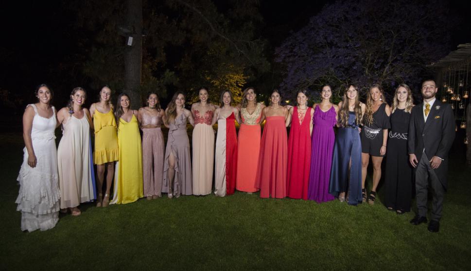 Las amigas de la novia durante la fiesta.