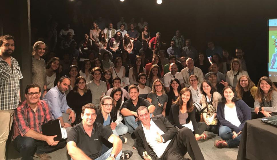 A las jornadas en el Teatro del Centro asistieron profesionales  de medios de comunicación y estudiantes. Foto: El País