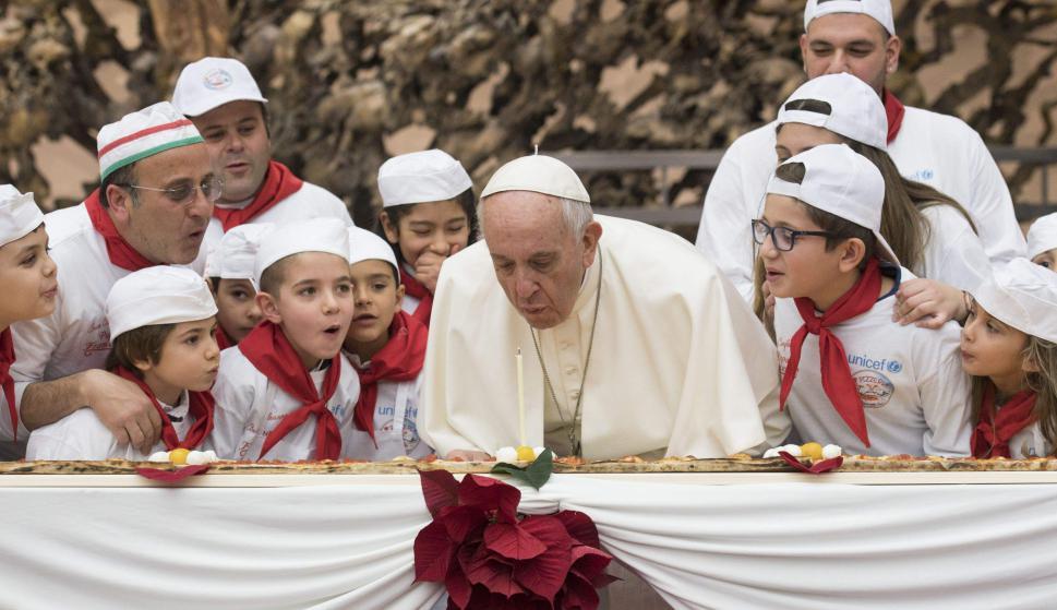 El Papa Francisco festeja su cumpleaños 81 en El Vaticano