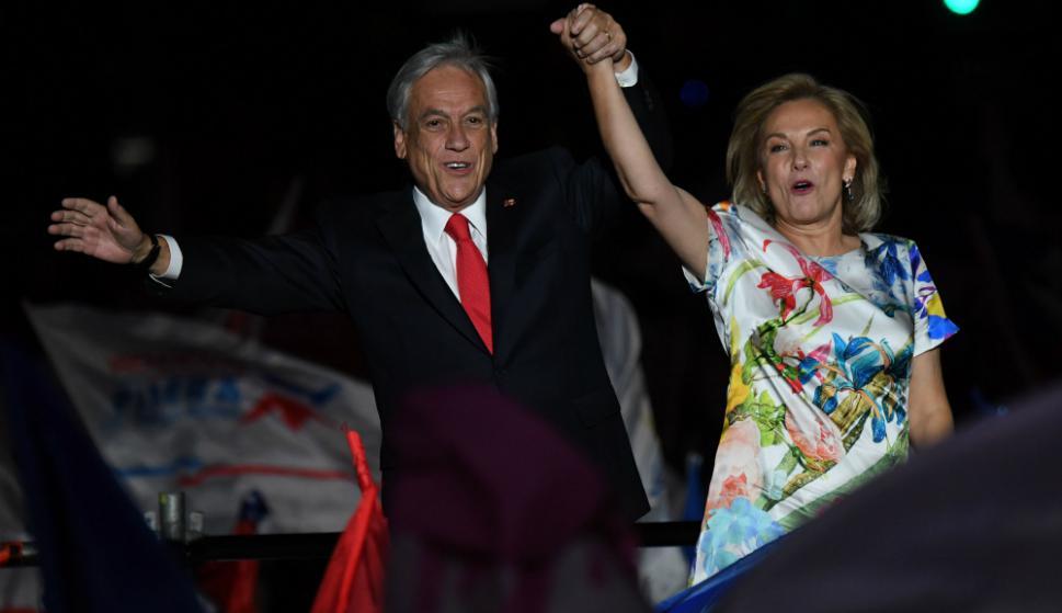 Piñera y su esposa celebran la victoria en el balotaje. Foto: AFP