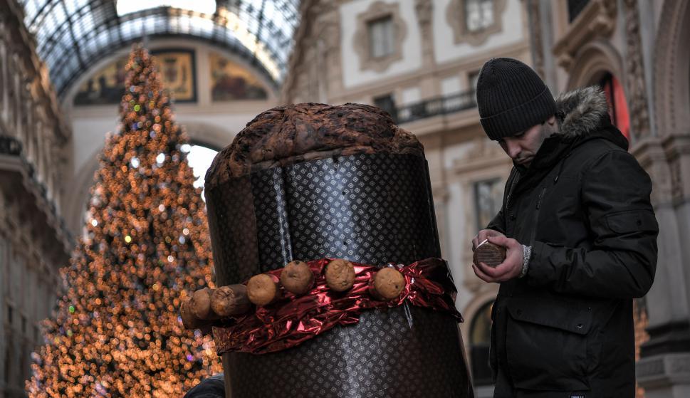 """El """"panettone"""" más grande del mundo en Milán. Foto: AFP"""